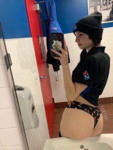 Chica De Domino Pizza