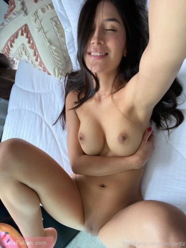 Emely Ortiz Vídeos Masturbándose