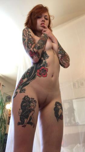 Caliente Maud Suicide Pelirroja Tatuada con Vídeos XXX