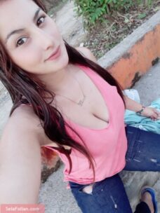 Colombiana Divina Se Desnuda